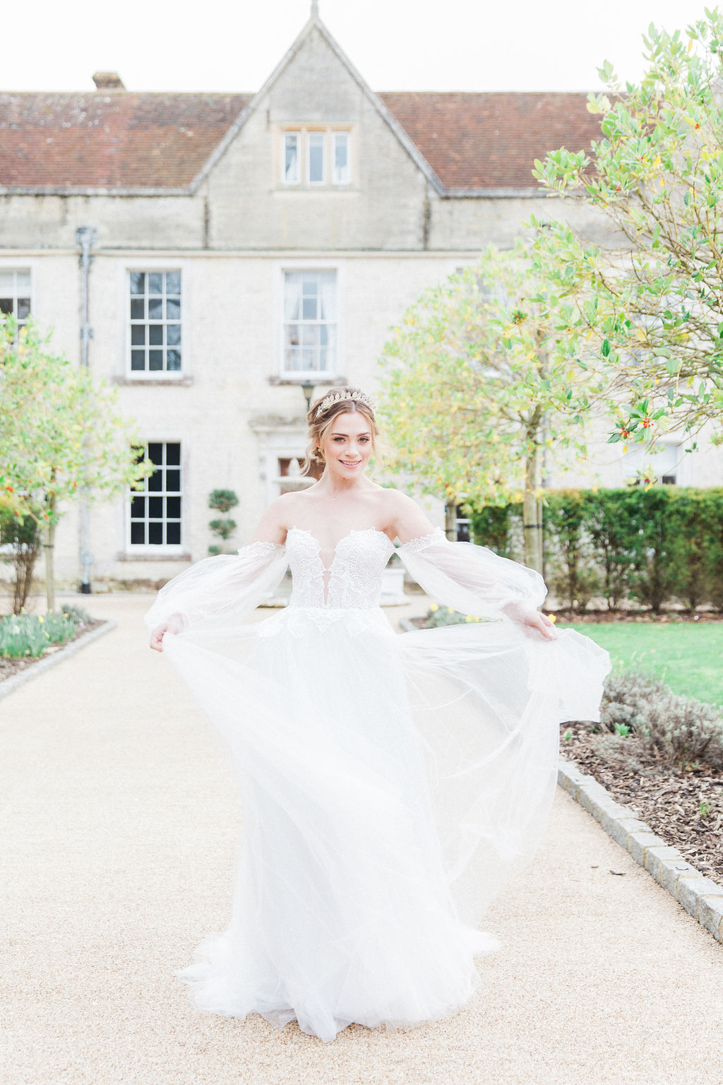 Stunning bride in Chic Nostalgia, our daily reminders for you. Self care and love from Hannah