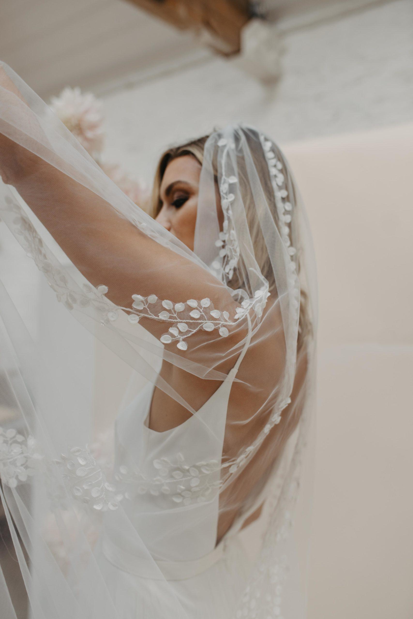 Love Story Bride - Amelia Veil   Hannah Elizabeth Bridal